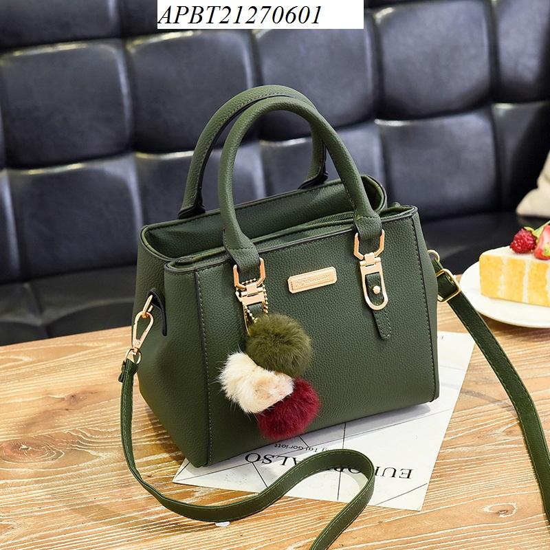 Túi xách gắn quả bông - APBT21270601