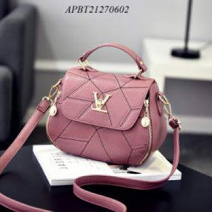 Túi xách khoá V hoạ tiết- APBT21270602